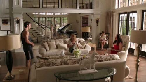 Revenge-Grayson-mansion-living-rm-wide-shot-ep-2.jpg