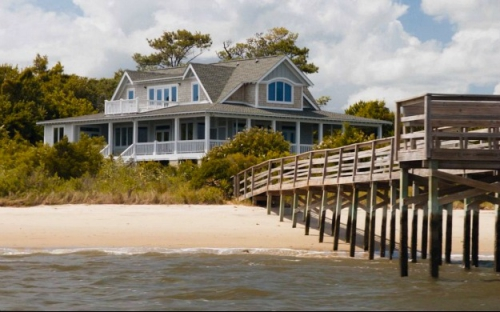 dock-off-Emilys-beach-house-Revenge1.jpg